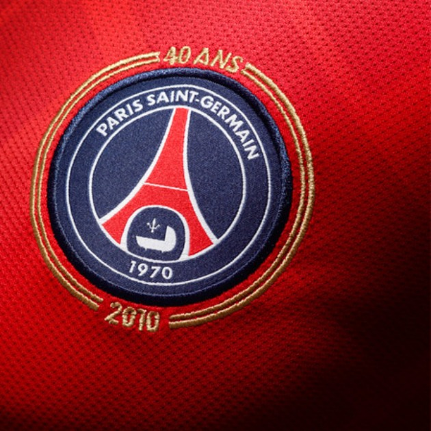 maillot-PSG-2011-ecusson-domicile