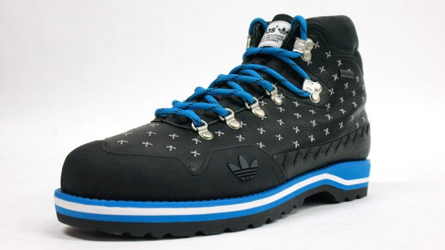 adidas HIKE BOOT BLacK BLUe
