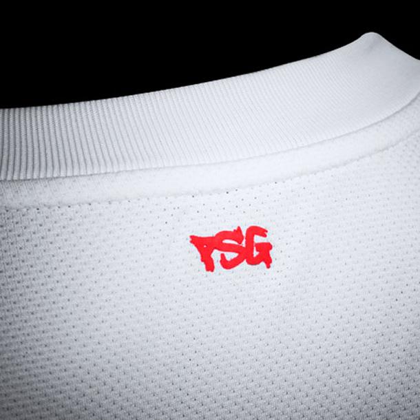 Nouveau maillot PSG extérieur 2011-2012