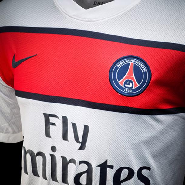Nouveau maillot PSG extérieur saison 2011-2012