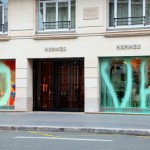 Kidult vandalise Hermes Paris